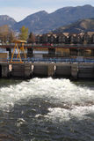 Πτώσεις Okanagan, πύλη πλημμυρών, Βρετανική Κολομβία, vert Στοκ Εικόνες