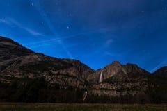 Πτώσεις Yosemite σε μια νύχτα, εθνικό πάρκο Yosemite Στοκ Εικόνα