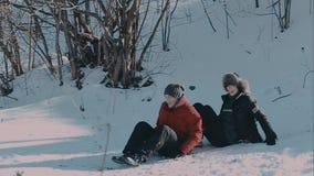 Πτώση κάτω στο χιόνι φιλμ μικρού μήκους