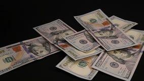 Πτώση μετονομασιών χρημάτων στο μαύρο πίνακα απόθεμα βίντεο