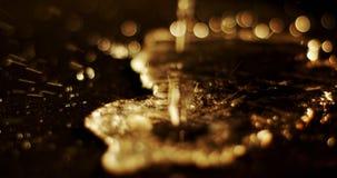 Πτώση νερού που αφορά το πάτωμα 4k φιλμ μικρού μήκους