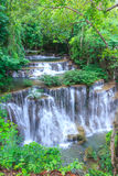 Πτώση νερού στη βαθιά δασική Ταϊλάνδη Στοκ φωτογραφία με δικαίωμα ελεύθερης χρήσης