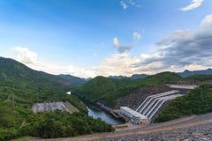 Πτώση νερού στη βαθιά δασική Ταϊλάνδη Στοκ Εικόνες