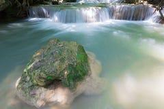 Πτώση νερού στο βαθύ δασικό εθνικό πάρκο της Ταϊλάνδης Στοκ φωτογραφίες με δικαίωμα ελεύθερης χρήσης