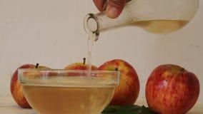 Πτώση ρευμάτων ξιδιού μηλίτη της Apple φιλμ μικρού μήκους