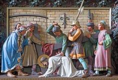 Πτώση της Μπρυζ - του Ιησού κάτω από το σταυρό Ανακούφιση στην εκκλησία του ST Giles (Sint Gilliskerk) ως τμήμα του πάθους του κύ στοκ φωτογραφία με δικαίωμα ελεύθερης χρήσης