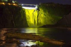 Πτώση του Montmorency που φωτίζεται σε πράσινο τη νύχτα Στοκ Εικόνες