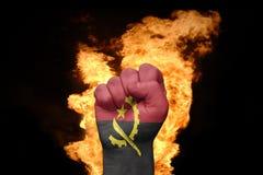 Πυγμή πυρκαγιάς με τη εθνική σημαία της Ανγκόλα Στοκ Εικόνες