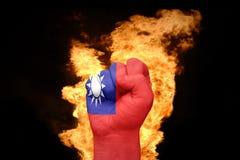 Πυγμή πυρκαγιάς με τη εθνική σημαία της Ταϊβάν Στοκ εικόνα με δικαίωμα ελεύθερης χρήσης