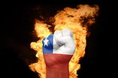 Πυγμή πυρκαγιάς με τη εθνική σημαία της Χιλής Στοκ φωτογραφία με δικαίωμα ελεύθερης χρήσης