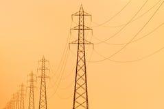 πυλώνες ηλεκτρικής ενέρ&gamm Στοκ Εικόνες