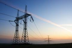 πυλώνες ηλεκτρικής ενέρ&gamm Στοκ εικόνα με δικαίωμα ελεύθερης χρήσης