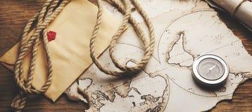Πυξίδα και χάρτης Στοκ εικόνα με δικαίωμα ελεύθερης χρήσης