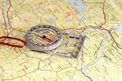 Πυξίδα και χάρτης Στοκ φωτογραφία με δικαίωμα ελεύθερης χρήσης
