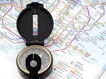 Πυξίδα σε έναν χάρτη που ταξιδεύει στην Ιαπωνία στοκ εικόνα με δικαίωμα ελεύθερης χρήσης