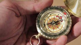 Πυξίδα, ένα πλοήγησης όργανο απόθεμα βίντεο