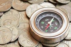 Πυξίδα και νομίσματα Στοκ Εικόνα