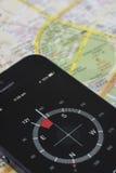 πυξίδα iPhone σε έναν χάρτη Στοκ Εικόνες