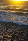 Πυράκτωση ήλιων πέρα από τη Βόρεια Θάλασσα στοκ εικόνες