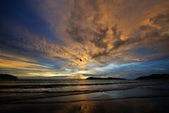 Πυράκτωση ηλιοβασιλέματος και πορτοκαλιά σύννεφα Στοκ φωτογραφίες με δικαίωμα ελεύθερης χρήσης