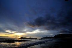 Πυράκτωση και θάλασσα ηλιοβασιλέματος Στοκ εικόνες με δικαίωμα ελεύθερης χρήσης
