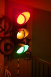 Πυράκτωση φωτεινού σηματοδότη πολύχρωμου πράσινος, κόκκινος και κίτρινος Στοκ Φωτογραφία