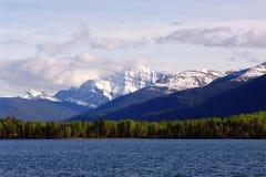 πυραμίδα βουνών λιμνών Στοκ Εικόνα
