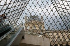πυραμίδα μουσείων ανοιγ& Στοκ Εικόνες