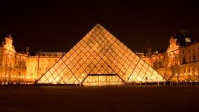 πυραμίδα νύχτας ανοιγμάτων στοκ φωτογραφία