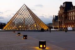 Πυραμίδα του μουσείου Παρίσι ανοιγμάτων εξαερισμού Στοκ εικόνα με δικαίωμα ελεύθερης χρήσης