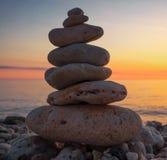Πυραμίδα των μικρών χαλικιών στην παραλία Στοκ φωτογραφίες με δικαίωμα ελεύθερης χρήσης