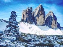 Πυραμίδα χαλικιών Πέτρες στο αλπικό αμμοχάλικο Tre CIME Di Lavaredo, στοκ φωτογραφία με δικαίωμα ελεύθερης χρήσης