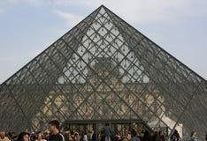Πυραμίδα και μουσείο του Λούβρου, Παρίσι Στοκ εικόνες με δικαίωμα ελεύθερης χρήσης