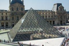 Πυραμίδα του Λούβρου στοκ φωτογραφία
