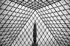 Πυραμίδα του Λούβρου Στοκ φωτογραφία με δικαίωμα ελεύθερης χρήσης