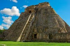 Πυραμίδα του μάγου σε Uxmal, αρχαία πόλη της Maya cenote το itza Μεξικό ιερό yucatan Στοκ Εικόνες
