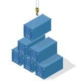 Πυραμίδα των εμπορευματοκιβωτίων θάλασσας Το τοπ εμπορευματοκιβώτιο χαμήλωσε το γερανό Στοκ Εικόνες