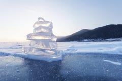 Πυραμίδα των επιπλεόντων πάγων πάγου Baikal λιμνών τοπίο Στοκ Φωτογραφία
