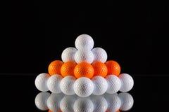 Πυραμίδα των σφαιρών γκολφ στοκ φωτογραφία με δικαίωμα ελεύθερης χρήσης