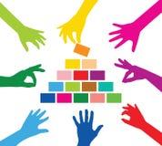 Πυραμίδα χτισίματος ομάδας Στοκ εικόνα με δικαίωμα ελεύθερης χρήσης