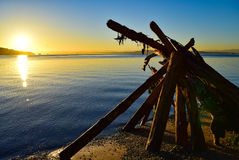Πυραμίδα Driftwood στην ανατολή στην παραλία του Owen σε PT Πάρκο περιφρόνησης στην Ουάσιγκτον Στοκ Εικόνα