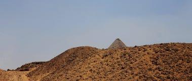 Πυραμίδες στην έρημο της Αιγύπτου σε Giza Στοκ εικόνα με δικαίωμα ελεύθερης χρήσης