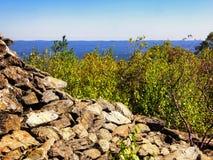Πυραμιδικός πύργος πετρών στο βουνό αρκούδων Στοκ εικόνα με δικαίωμα ελεύθερης χρήσης