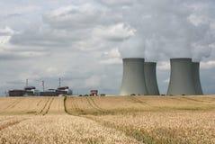 πυρηνικός σταθμός σιταριού πεδίων Στοκ Φωτογραφίες