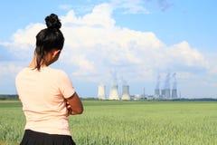 0 πυρηνικός σταθμός Dukovany προσοχής γυναικών στοκ εικόνες με δικαίωμα ελεύθερης χρήσης