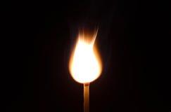Πυρκαγιά αντιστοιχιών που απομονώνεται στο μαύρο υπόβαθρο Στοκ Φωτογραφία