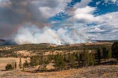 Πυρκαγιά και καπνός σε Yellowstone Στοκ εικόνα με δικαίωμα ελεύθερης χρήσης