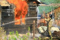 Πυρκαγιά και πυροσβέστης Στοκ εικόνα με δικαίωμα ελεύθερης χρήσης
