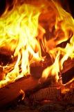 Πυρκαγιά και χόβολη Στοκ εικόνες με δικαίωμα ελεύθερης χρήσης