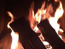 Πυρκαγιά κούτσουρων Στοκ φωτογραφίες με δικαίωμα ελεύθερης χρήσης